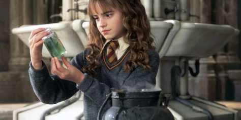 Hermione-brews-Polyjuice